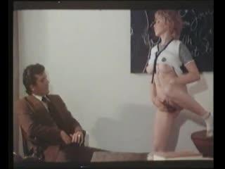 Студентки делают всё или Академия ебли / Collegiennes A Tout Faire (1977) - порно дебют Мэрилин Джесс
