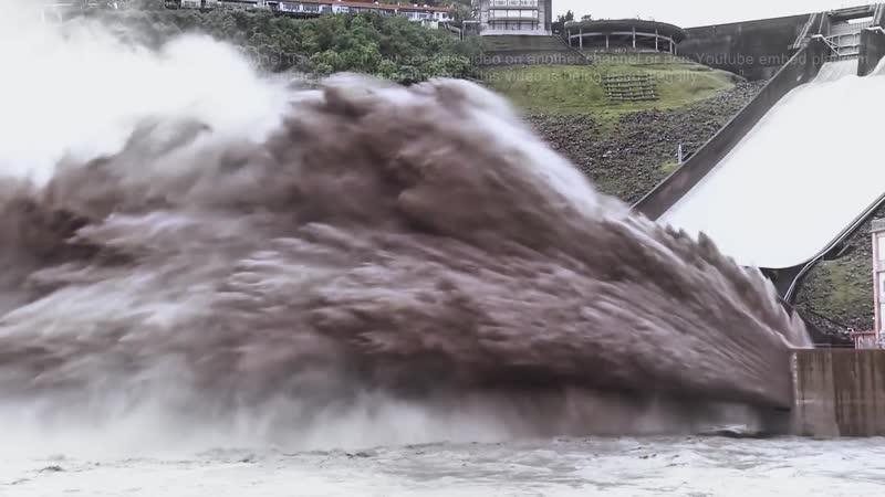 Экстренный слив воды после тайфуна на Тайване. telegram: Паксатонский Фил @marmot phil