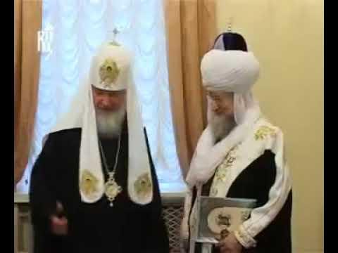 Исламский лидер России Талгат Таджудин поцеловал руку Патриарху Кириллу как богу
