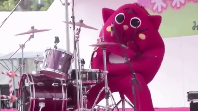When a Costumed Person Destroys The Drums At Children's Music Concert - NyangoStar -