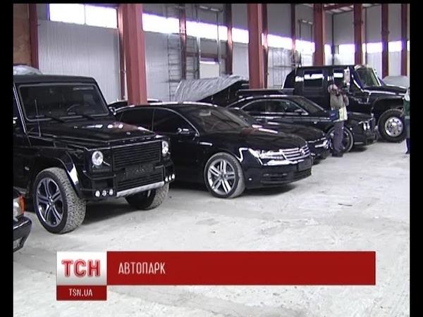 Активісти Правого сектору знайшли покинутий склад ексклюзивних авто
