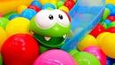 Приключения Ам Няма в сухом бассейне с шариками
