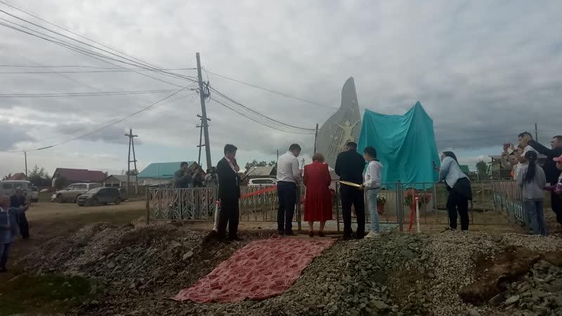 Открытие памятника Александру Самсонову Айыы уола в селе Улахан Аан Якутия 30 августа 2019