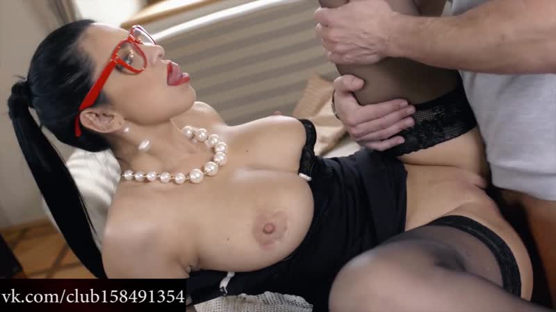 Kira Queen - Deep Blue Eyes Big Tits Busty Brunette Big facial Handjob Beauty stockings suck cock milf brunette sexy porn 2019