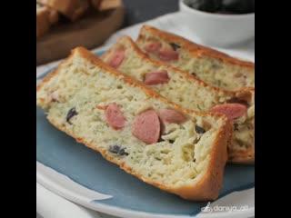 кекс с сыром и сосисками (ингредиенты в описании)