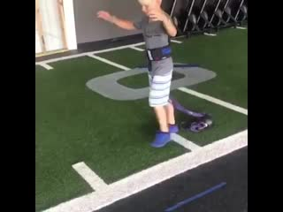 7 years old handstand walk