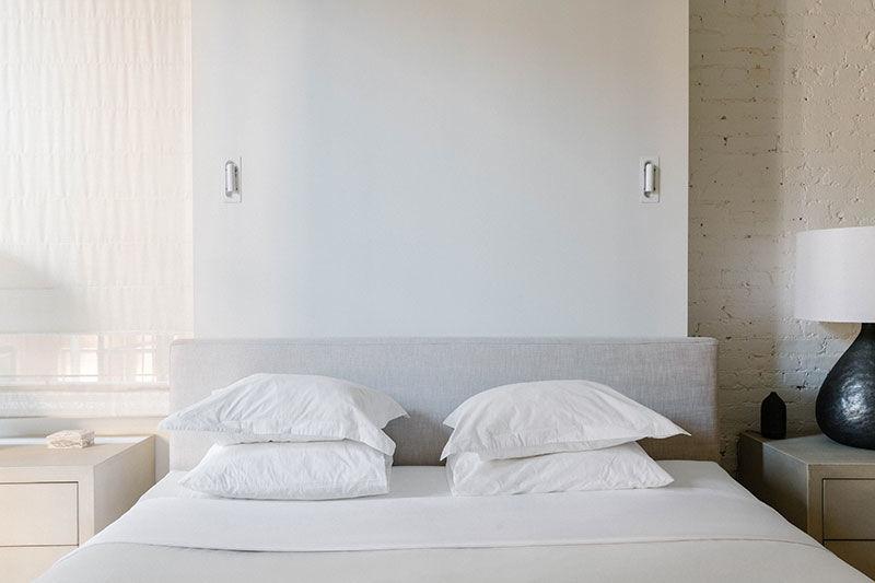 Воплощение американской мечты: Роскошный лофт с кирпичными стенами и белой мебелью в центре Нью-Йорка || 03
