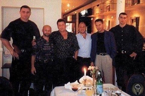 Сашко Билый и киевский криминальный авторитет Виктор Рыбалко с охраной  братьями Кличко