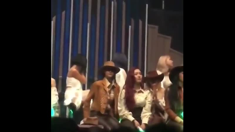 Wheein and Hwasa cry because of Minzy message