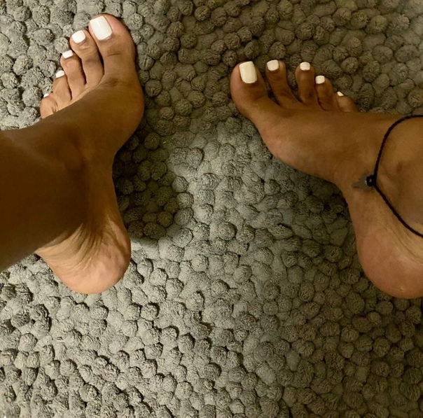 I have a foot fetish and it makes my girlfriend feel inadequate