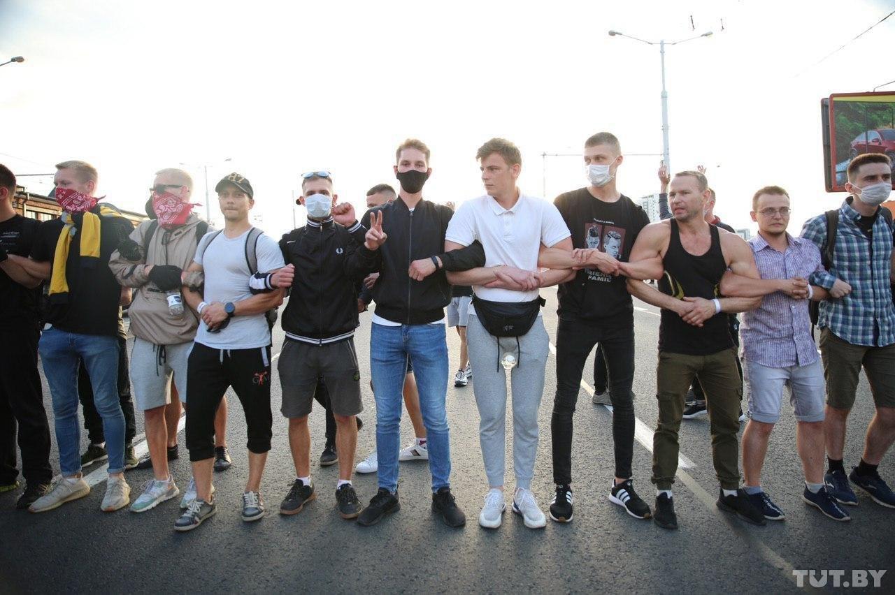 В Минске открыли огонь по митингующим, ранена журналистка