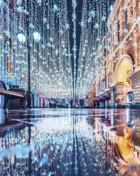 Сколько Москва потратила на Новый год Празднование Нового года обошлось Москве почти в миллиард рублей.На украшения районов столицы и парков потратили 322 млн. Из них самое дорогое это