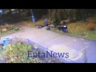 В Москве трёхлетний пацан сбежал из детского сада. Его поймали охранники соседнего ТЦ.