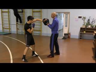 Советская Школа бокса: Фехтуем передней рукой, заставляем противника открыться под мощный правый прямой.