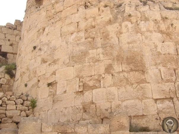Иродион. Засыпанная крепость-дворец Иродион - древняя крепость вблизи поселка Текоа (Иудейская пустыня. Национальный парк Иродион расположен в 15 км к югу от Иерусалима и 5 км на юго-восток от
