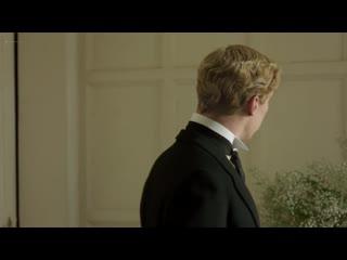 Ребекка Холл (Rebecca Hall) и Аделаида Клеменс (Adelaide Clemens) голые в сериале Конец парада (эротическая постельная сцена)