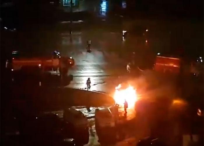 """В Курске сгорели два """"Фольксвагена"""""""
