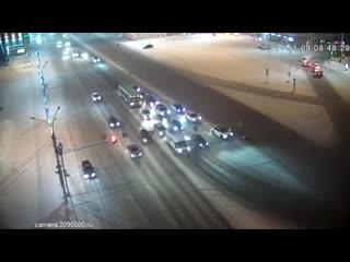Кадры ДТП, в котором водитель насмерть сбил 57-летнюю женщину в центре Новосибирска