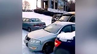 Первый снег и мороз привели к массовым авариям в Башкирии.