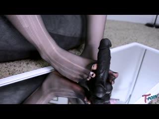 Shiri Allwood - Shiris Sexy Foot Play (28 Apr 2020) 1080p