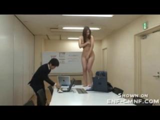 Контроль над разумом, принудительная нагота, CMNF, голая на работе – офисный работник гипнотизирует свою коллегу