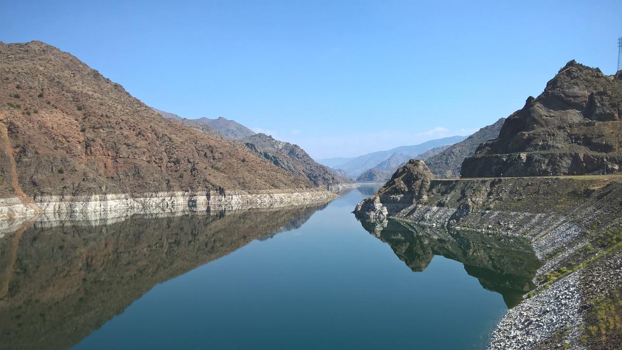 красивое водохранилище на северо-востоке Турции