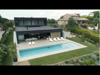 Une maison noire nichée sur les coteaux -  KANSEI TV