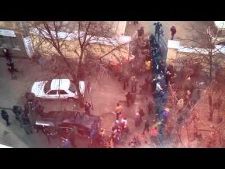 Антимайдан избивает милиционеров. Харьков, ул Мироносицкая 1