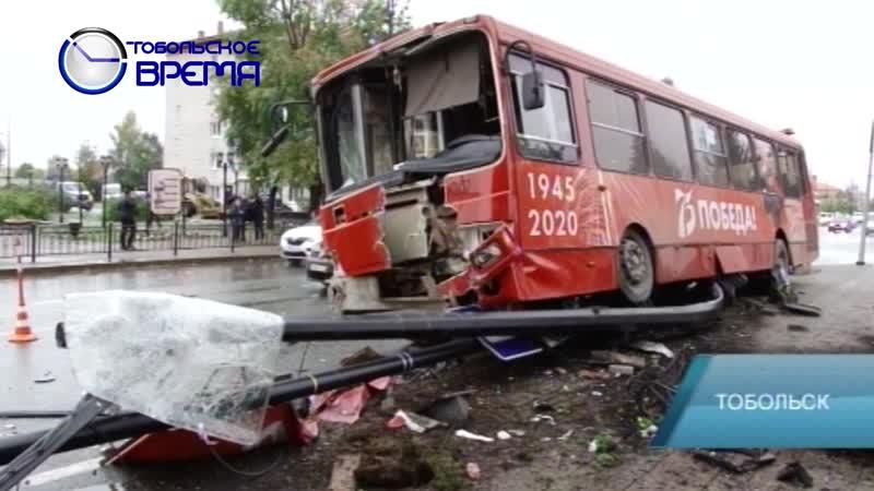 Серьезная авария на улице Октябрьской