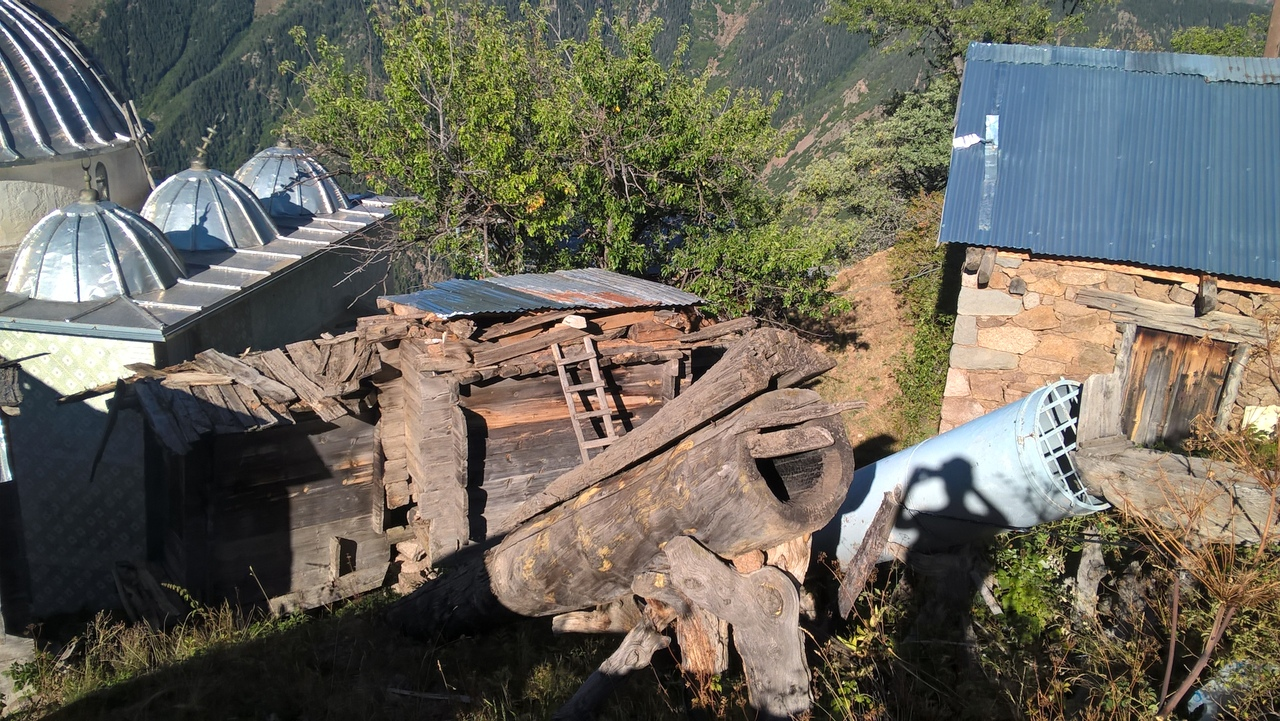 Деревянные мельницы в горном селе Карбасан в районе Юсуфели