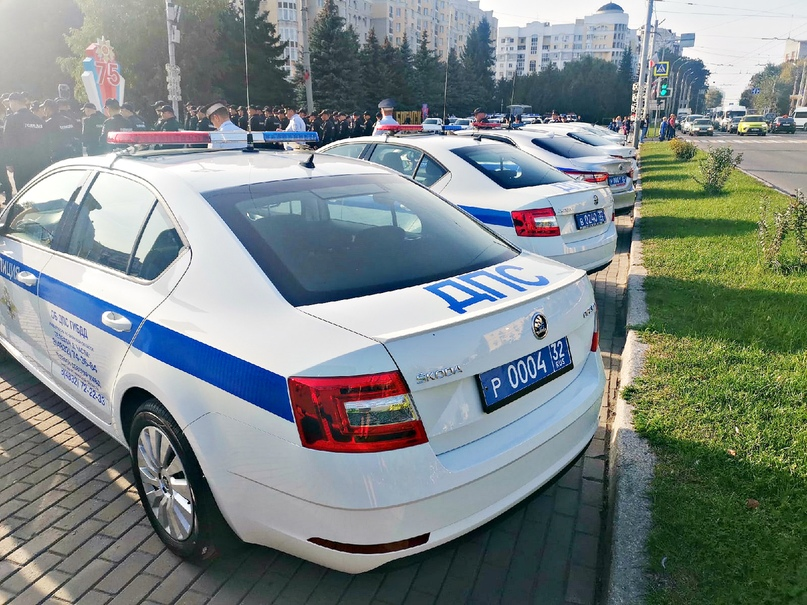 В Брянске состоялось торжественное вручение новых служебных автомобилей инспекторам ДПС, изображение №4