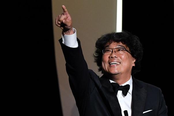 Пон Чжун Хо и его достижения 2019: первая в истории Пальмовая ветвь Каннского кинофестиваля для корейского фильма2020: первый в истории «Оскар» для корейского фильма , первый в истории «Оскар» в