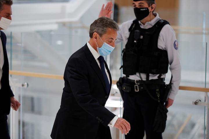 Экс-президента Франции Саркози признали виновным в коррупции и приговорили к тюремному заключению
