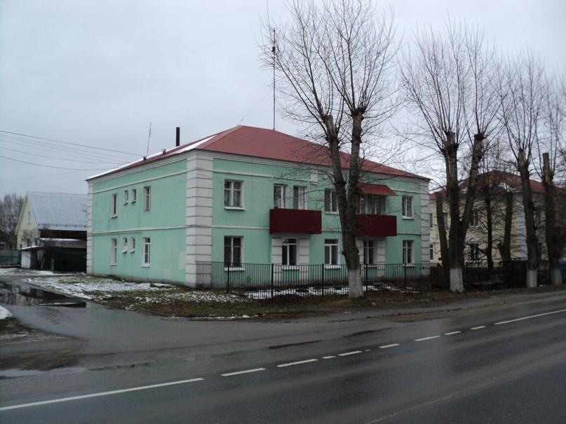 Типовая советская жилая архитектура 50-х годов в Белоомуте., изображение №1