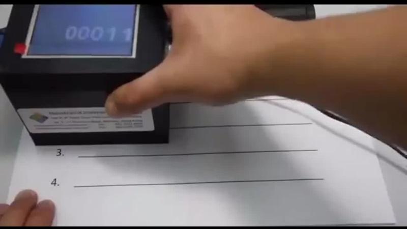 Derzeit kursieren solche Videos im Netz die zeigen sollen mit welcher Technologie die originalen Stimmzettel zu US Wahl