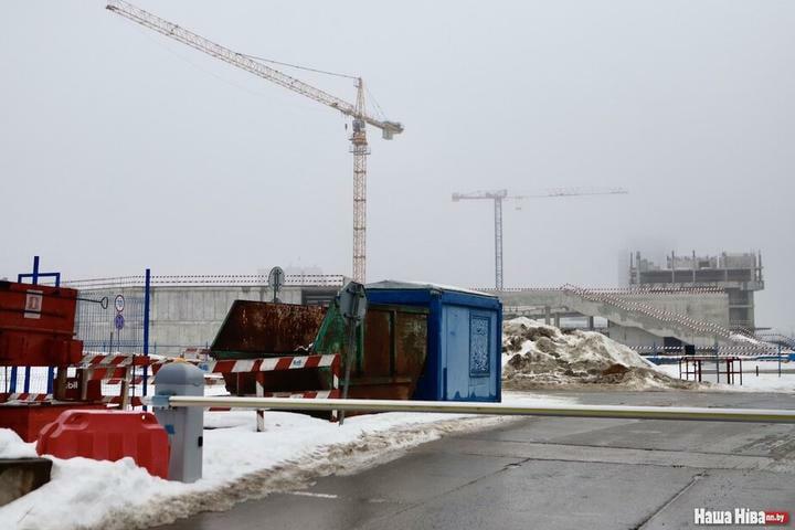 На стройке «Газпром центра» убирают краны. Что происходит?