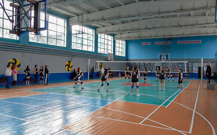 Школьная волейбольная лига выявила победителей среди девушек