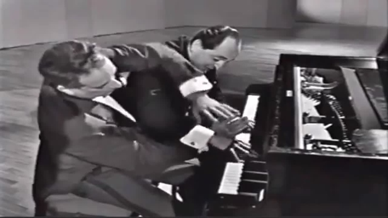 Виктор Бордж и Леонид Хамбро играют ′′Венгерскую рапсодия No 2 Ф Листа By Classic FM
