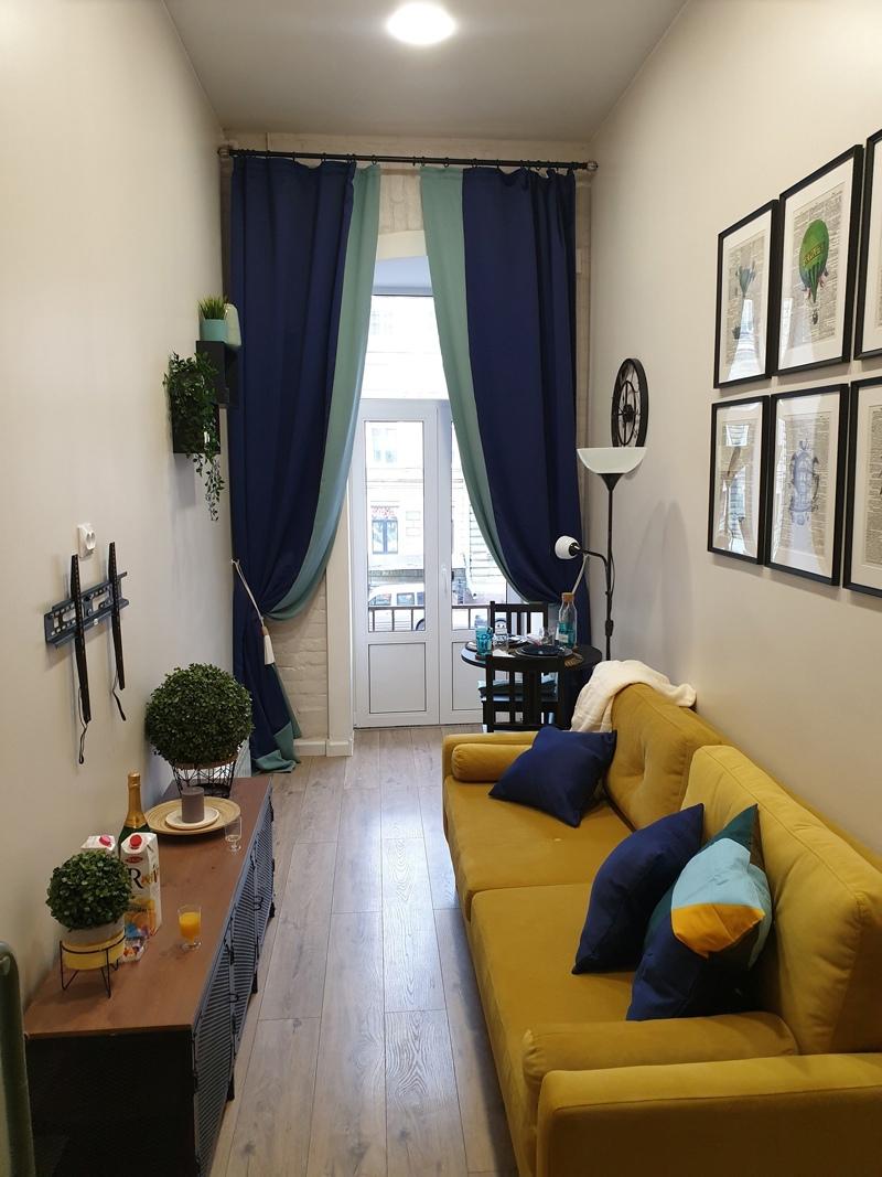 Маленькая и узкая квартира-студия в Санкт-Петербурге.
