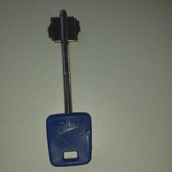Найден ключ рядом с автошклой семерочка 🔑...