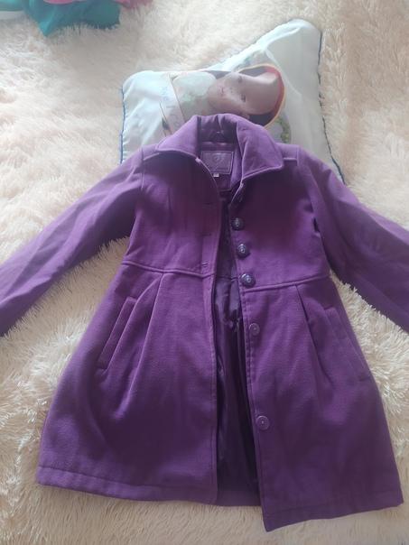Продаю пальто на девочку в хорошем состоянии....