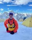 Рустам Набиев на одних руках поднялся на восьмитысячник Манаслу в Непале – это восьмая по высоте вершина, её высота 8156 метров.