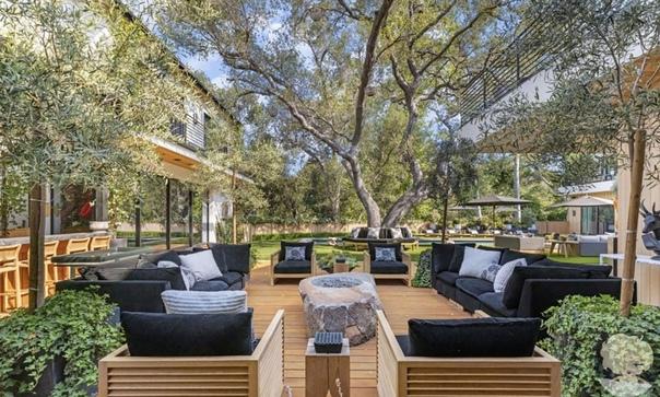 Цифра дня: Софи Тернер и Джо Джонас продали дом за 15 миллионов долларов