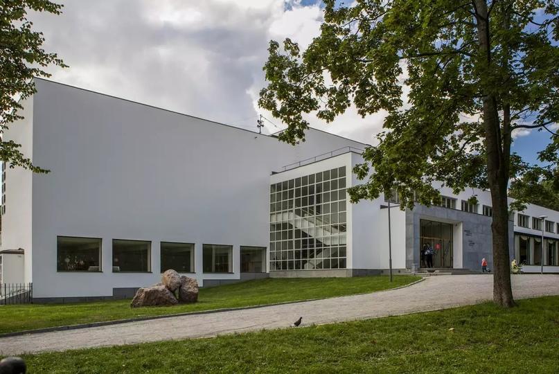 Международная библиотека стиля модерн финского архитектора Алвара Аалто