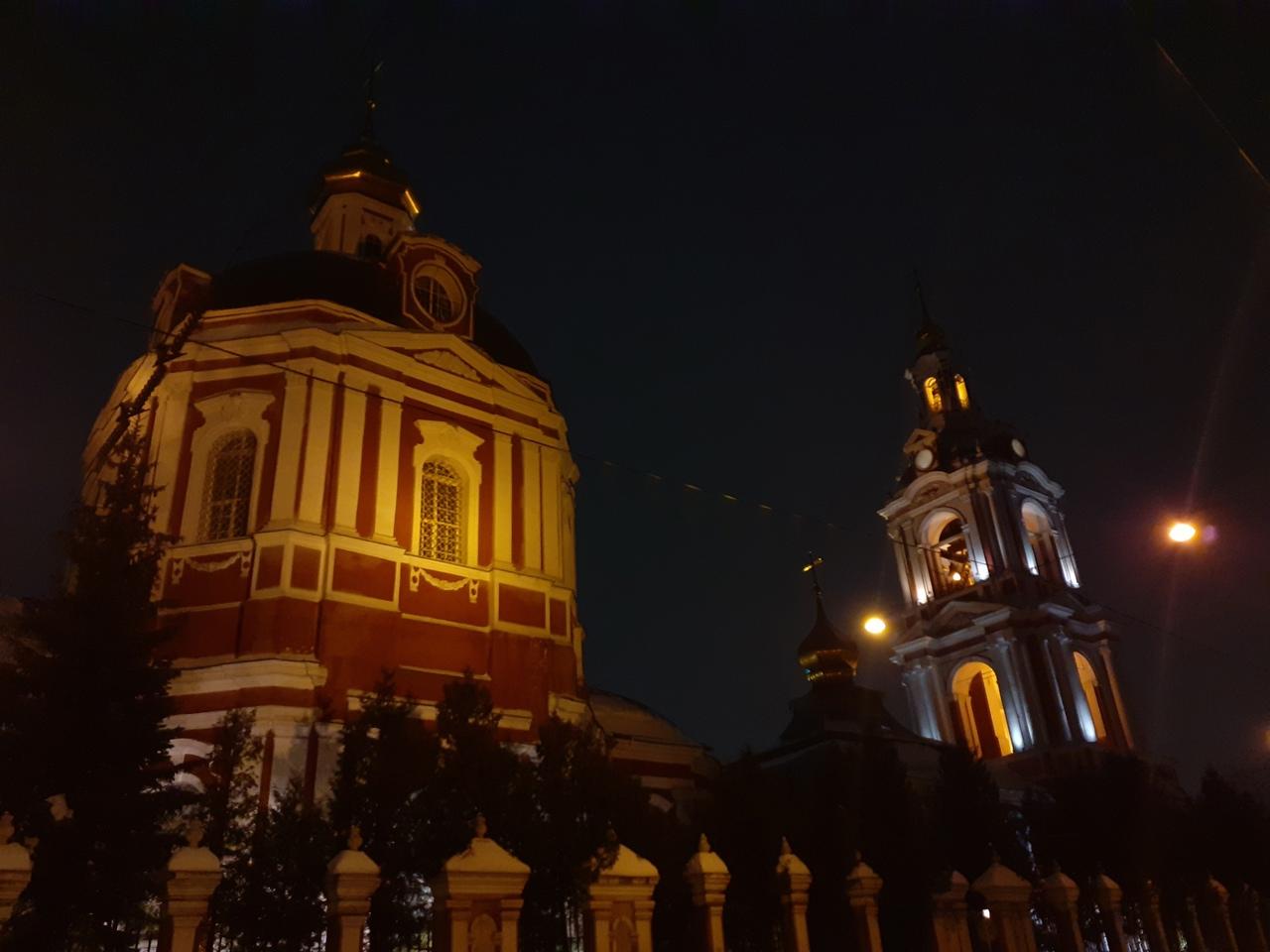 Небольшая прогулка по вечерней Москве. Впечатления от столицы. Хорошее и плохое.