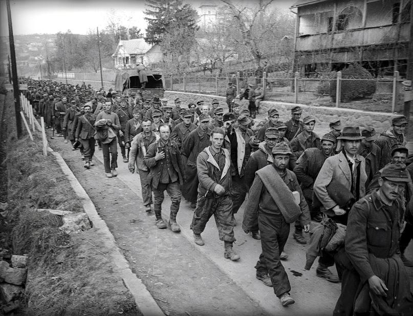 «Для этих людей война закончилась»: пленные венгры в Балатональмади. Всего за 30 марта — 1 апреля войска Толбухина захватили порядка 45 тысяч военнослужащих Венгерской королевской армии.