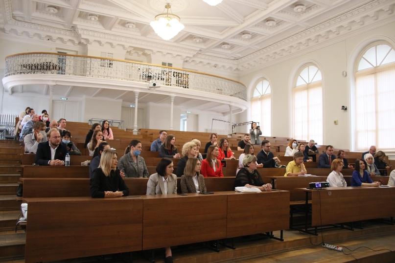 В Казанском федеральном университете вручили удостоверения социальным предпринимателям, изображение №3