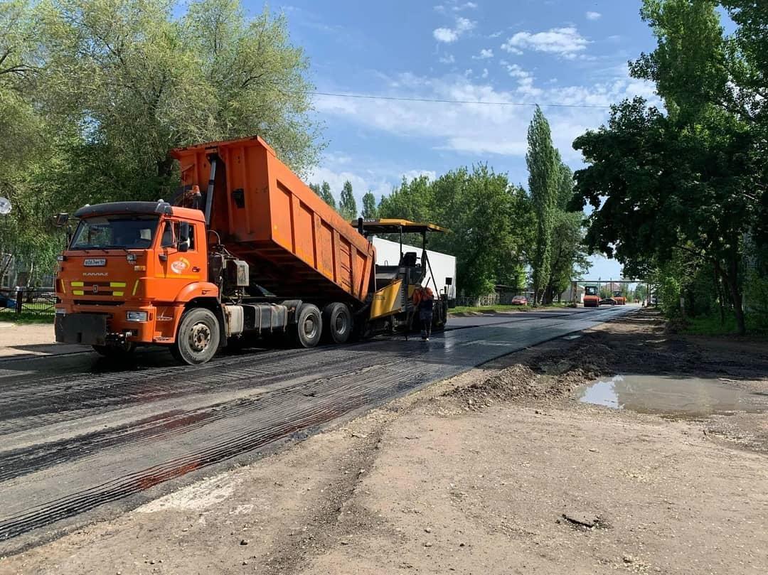 В Петровске продолжается ремонт дорожного покрытия проезжей части центральных улиц города