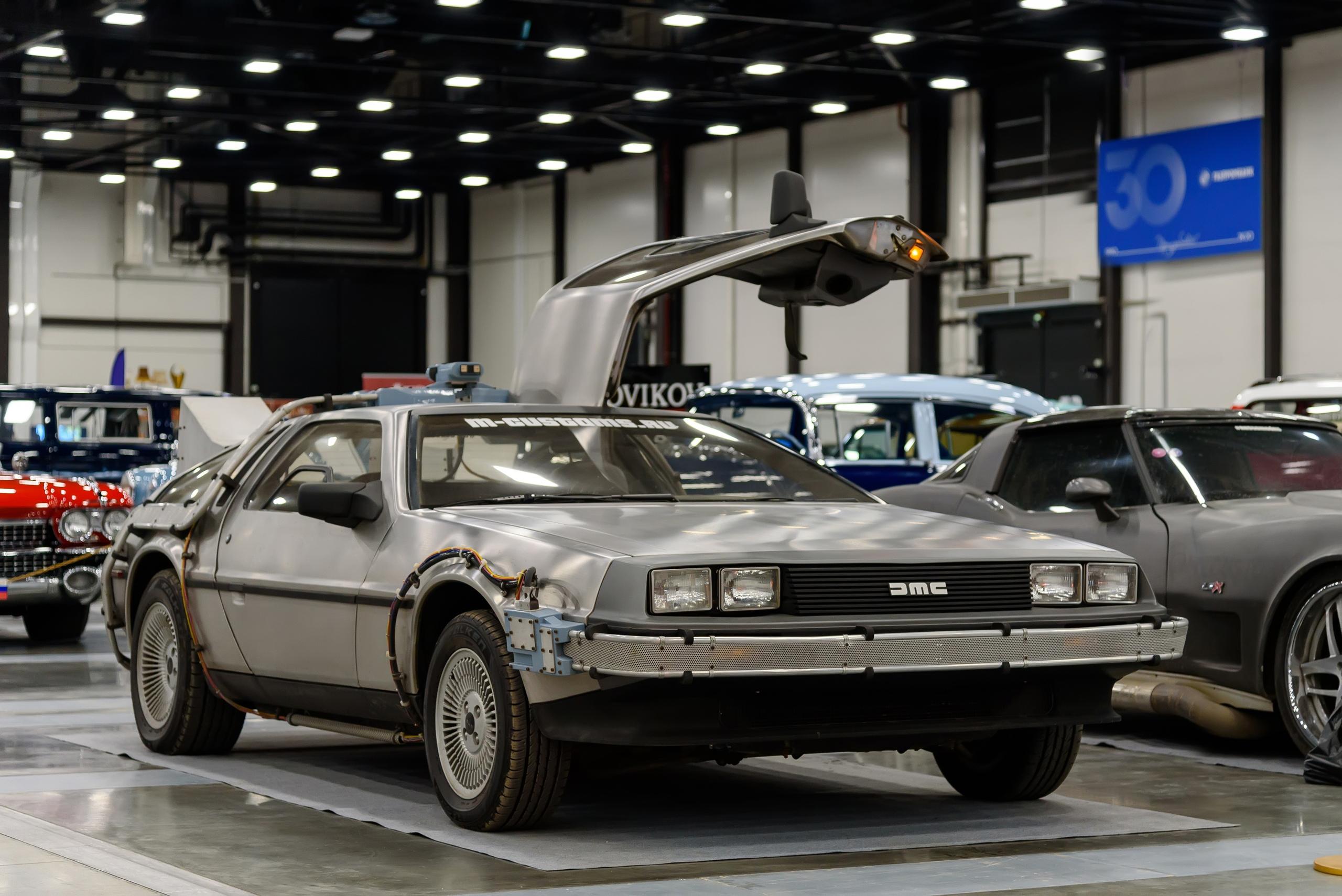 Впервые вижу в Петербурге — DeLorean DMC-12 из Москвы, с обвесом в стиле фильма Назад в Будущее