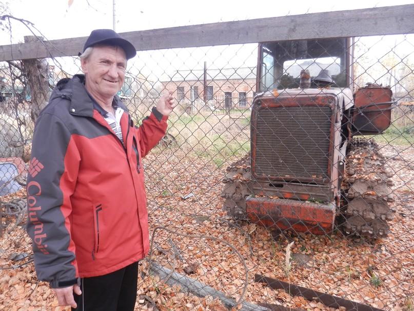 С.П.Касьянов рядом со своим «полевым» дизелем.